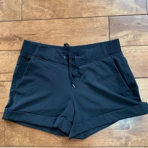 Athleta hiking shorts black size 6
